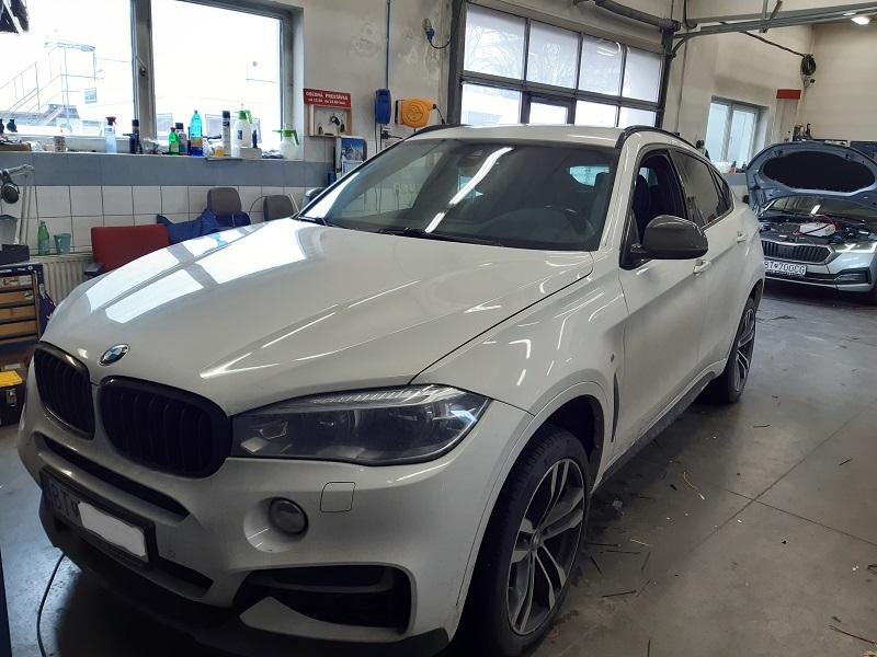 FOTOGALERIA BMW X6 F16-montáž parkovacej kamery s prenosom obrazu do OEM monitora