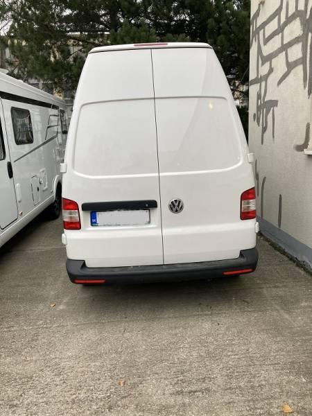 VW T5 montáž nezávislého kúrenia AT2000 STC+výroba podlahy+zateplenie+LED osvetlenie+nabíjačka DEFA
